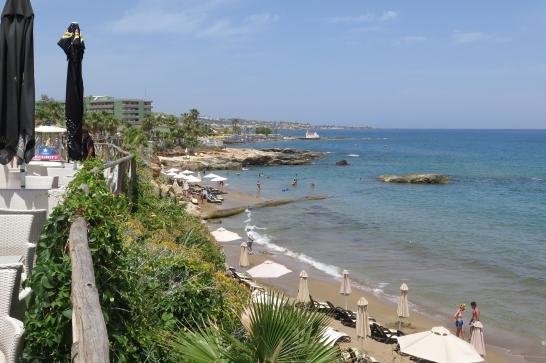 Der Strand von Chersonisos und Promenade.