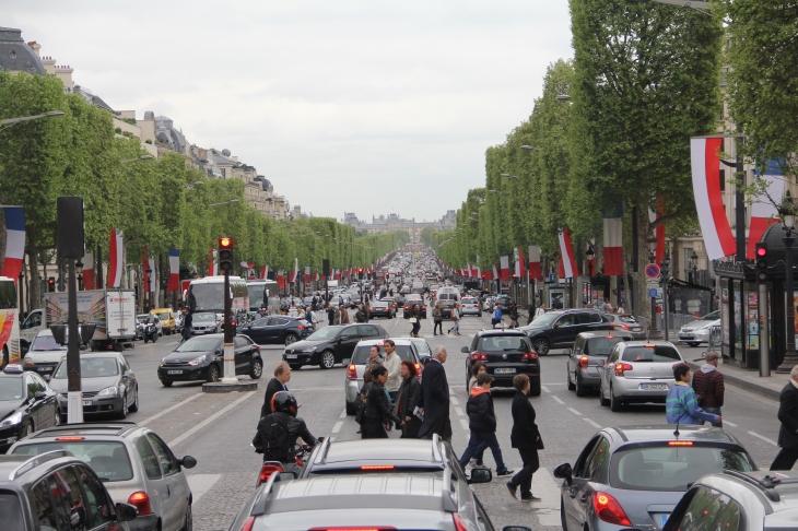 Die Champs-Elysees - Blick Richtung Place de la Concorde