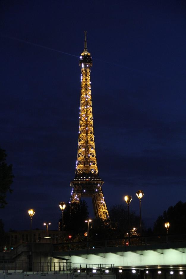 Der beleuchtete Eiffelturm