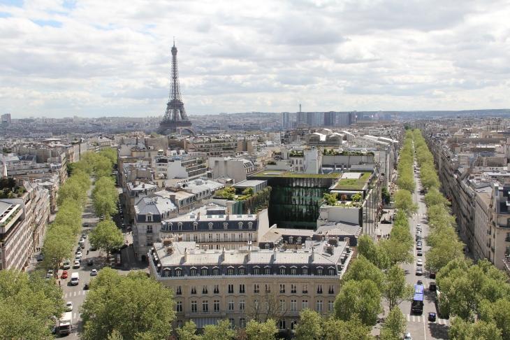 Auf dem Triumphbogen: Blick zum Eiffelturm