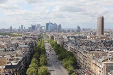 Auf dem Triumphbogen: Stadtteil La Défense