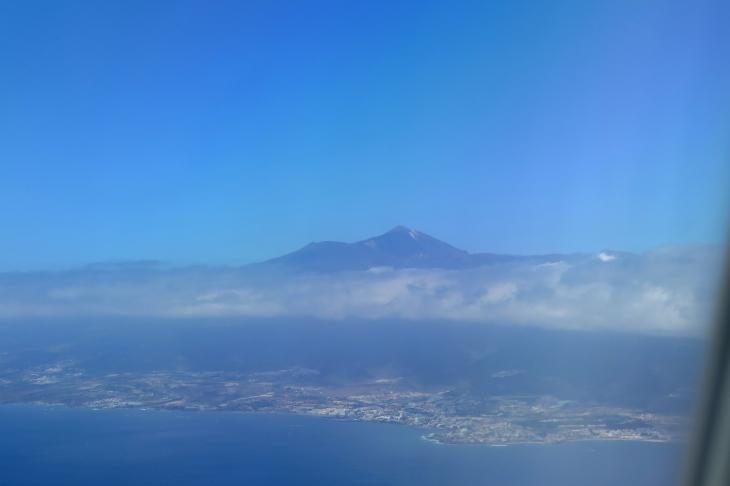 Anflug auf Teneriffa - der Teide ist nicht zu übersehen.