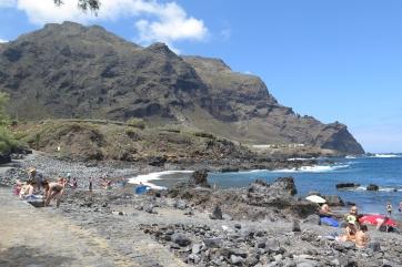 Am Ufer von Buenavista del Norte im Teno-Gebirge.