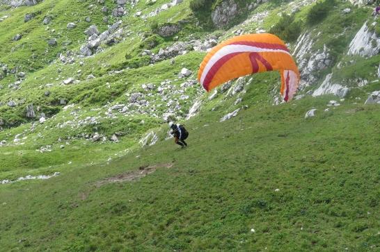 Landung nach einem Hubschrauber-Einsatz.
