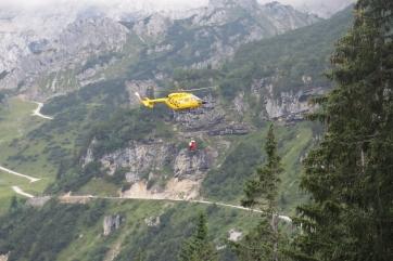 Einsatz eines Rettungshubschraubers auf der Alpspitz.