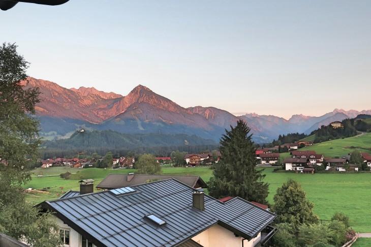 Blick vom Hotel auf den Ort Fischen bei Obersdorf.