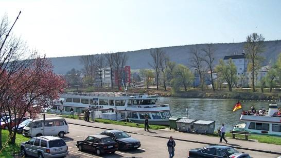 Die Schiffsanlegestelle von Kelheim.