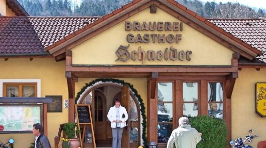 Rast im Essinger Gasthof Schneider.